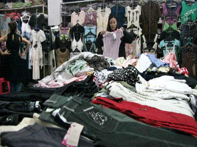 Liuhua Garment Wholesale Markets Shopping 3